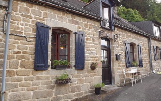 two lovely stone cottages a few miuintes walk from the center of the town of Guemene Sur Scorff. The first house which is fully revoveted comprises on the ground floor a kitchen/ dining room